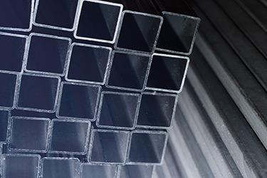 So štvorcovým prierezom
